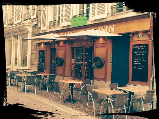 Au Grain de Raisin : Entrée Principale - 11 Rue Sully