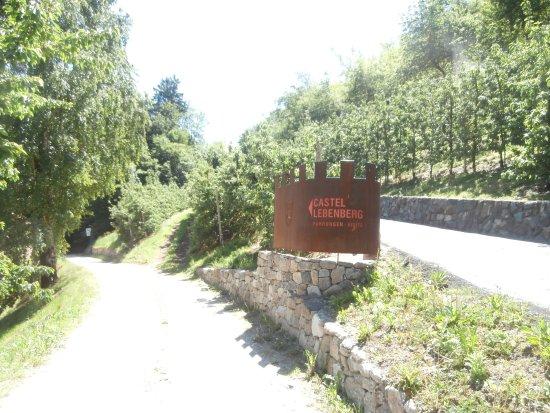 Cermes, อิตาลี: Arrivo al castello