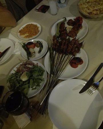 Cihan Ocakbasi: Говядина на шпажках и шашлык из баранины. остальные закуски бесплатные