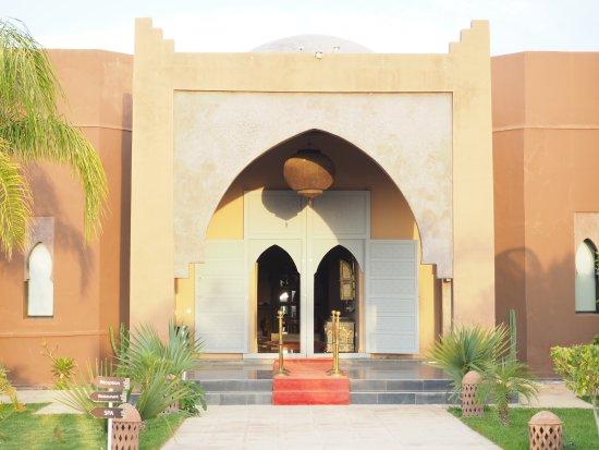 Lalla Takerkoust, Marrocos: Bâtiment superbe avec chambres et suites