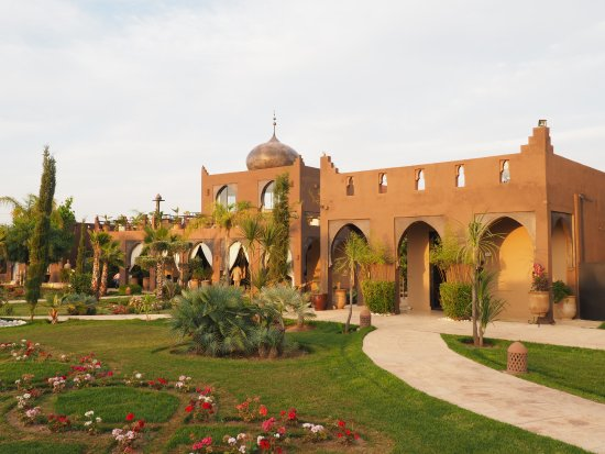 Lalla Takerkoust, Marrocos: Bâtiment restaurant et salle de sport