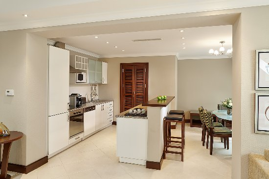 Corinthia Royal Residences: Royal Residence Kitchen and Dining