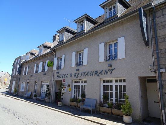 Nouvelle façade de l'hôtel des voyageurs à TARNAC