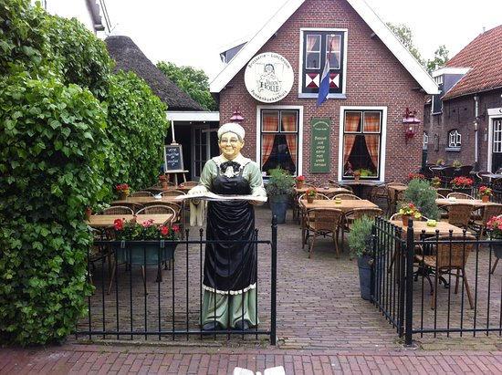 """Vrouw Holle : """"granny""""on our front terrace"""
