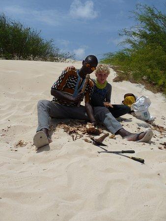 Sal Rei, Cabo Verde: handgemaakte souveniers bij de zandduinen