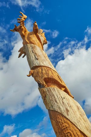 The Cadogan Ingham: Carved tree