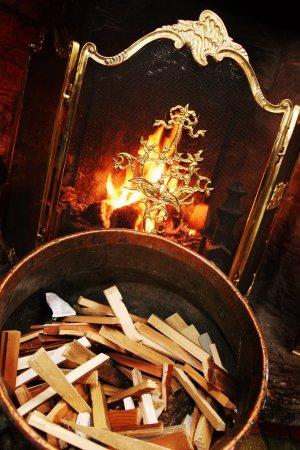 Berkswell, UK: The Fire in The Oak Room