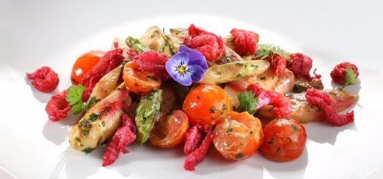 CALLA: Spargelsalat mit Kirschtomaten und Currydressing