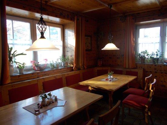 Restaurant Hotel Gross: unsere gemütliche Kaminstube