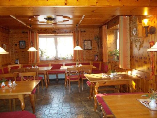 Restaurant Hotel Gross: gemütliche Kaminstube für ca. 20 Personen
