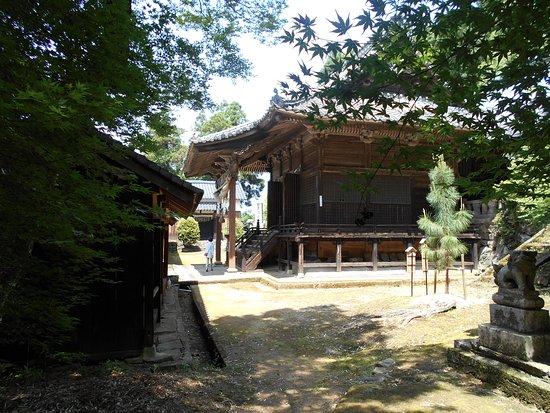 Kurume, Japan: シーンとした境内