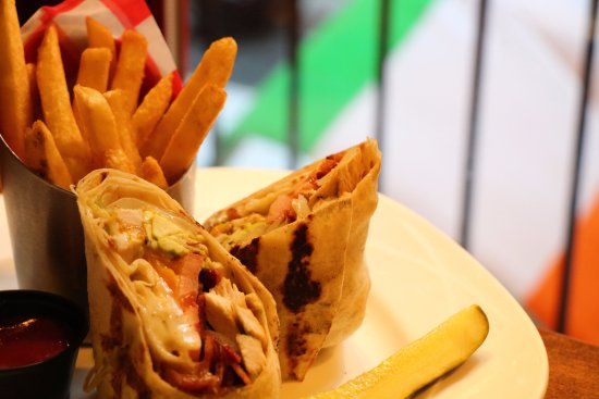 Pig 'n' Whistle : Chicken Wrap