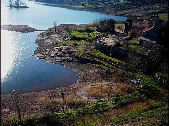 Lac du Salagou: Village ruiné de Celles au bord du Salagou