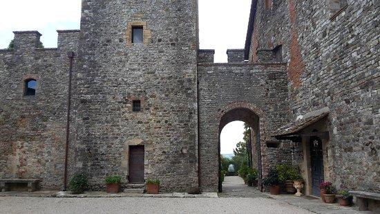 Castello di Modanella: 20170515_173905_large.jpg