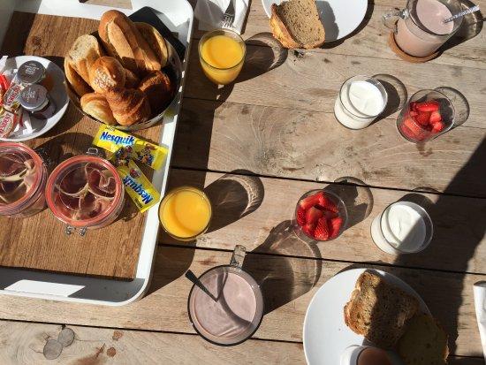 Hotel de la Plage Mahogany: Petit déjeuner