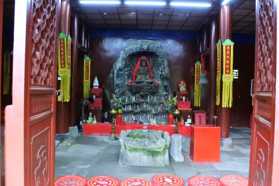 Ya'an, Cina: View of inside the temple
