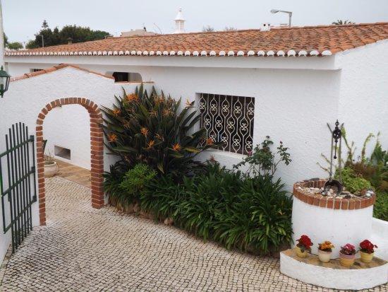 Sollagos Apartamentos Turisticos: Toegangspoortje naar het binnenterrein van het complex