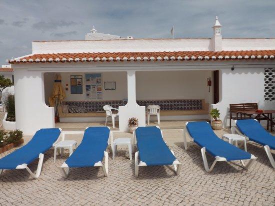 Sollagos Apartamentos Turisticos: Rondom het zwembad.