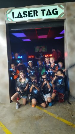 Mooresville, Βόρεια Καρολίνα: The gang getting ready for laser tag