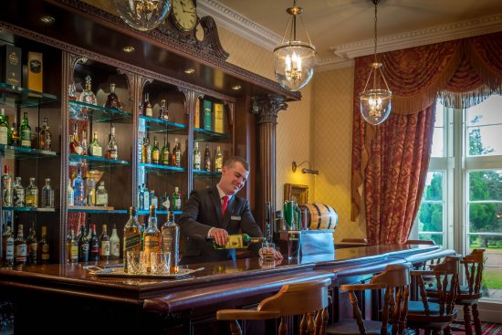 Lough Rynn Castle Estate & Gardens: Lough Rynn Castle Cocktail Bar