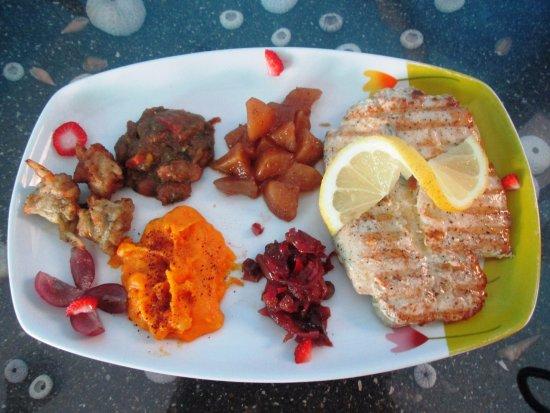 Ponta Do Sol, Capo Verde: Le poisson du jour: filet de Serra accompagné de ses petits légumes.
