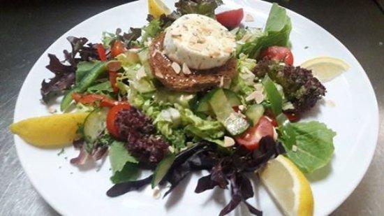 Windwardside, Saba: goat cheese garden salad