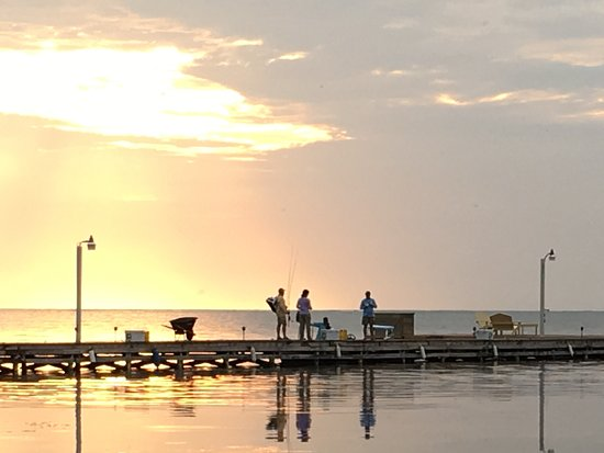 El Pescador Resort: Morning at the dock.