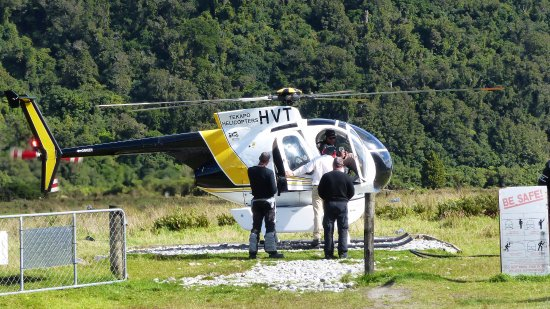 Whataroa, New Zealand: while looking at the relaxed way passengers were taken in of of the 2 helicopters we were convin