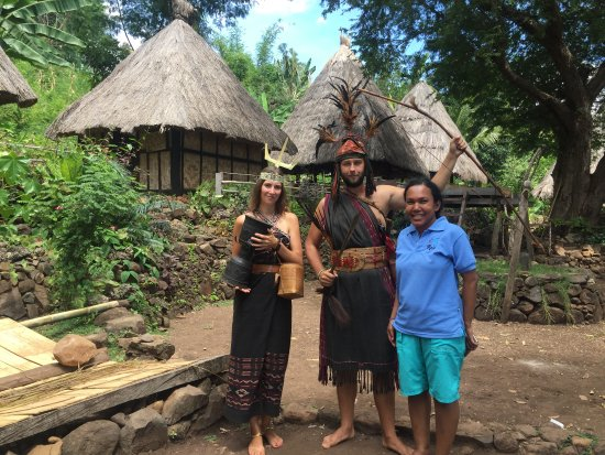 Kalabahi, Indonesia: Our guide Melissa posed with our guests in Takpala traditional village