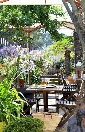 Le Restaurant La Pointe Cap Coz: Terrasse face à la mer