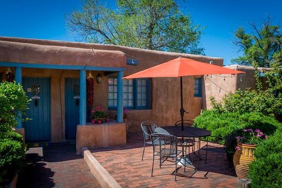 Pueblo Bonito Bed and Breakfast Inn: The Zuni suite
