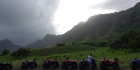 Kaneohe, Havai: ATVs against the backdrop of the valley