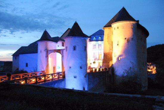 Château de Bourglinster de nuit
