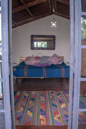 Lake Atitlan, Guatemala: Casa Suena, Kingsize bed in top room, view from the balcony.