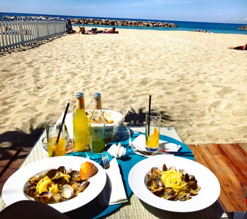 Seasons Beach Restaurant & Lounge Bar照片
