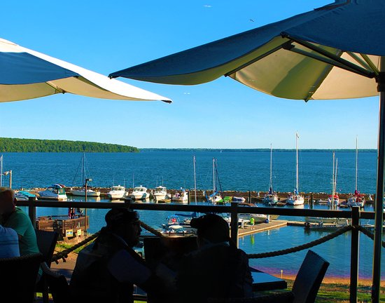 Red Cliff, Висконсин: Lake Superior and Apostle Islands Restaurant Balcony View