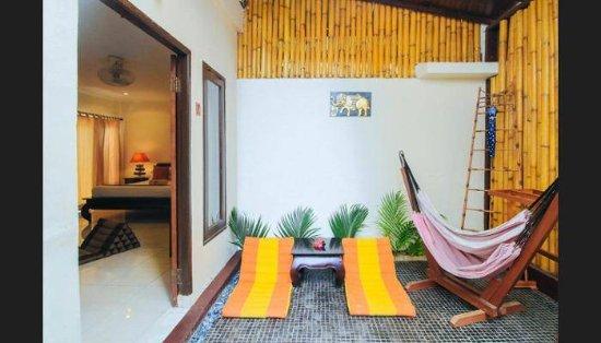 Pesona Beach Resort & Spa: Exterior Family Room with side balcony