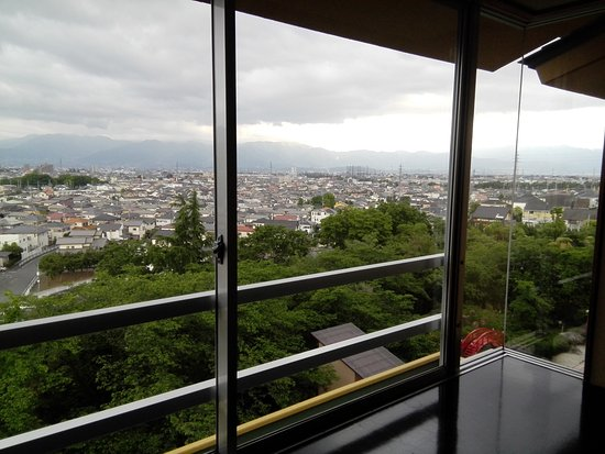 Kai, Japonya: 甲斐市から甲府市を望む