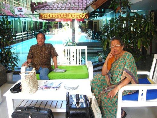 Hotel Karthi: Swimming pool view
