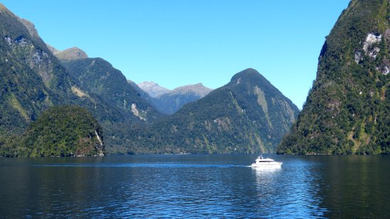 Manapouri, Nieuw-Zeeland: A few small yaughts were in the sound as well