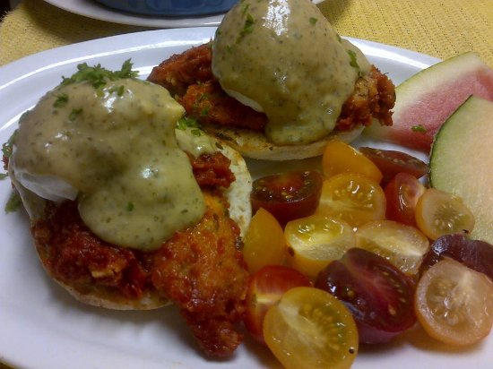 Meaford, Canadá: Chicken Parm Benedict