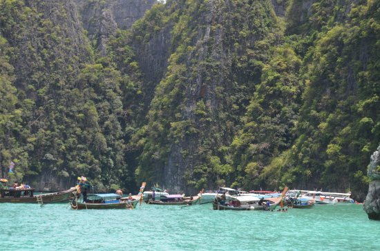 Ko Phi Phi Le, Thailand: Long Tail boats on the Bay