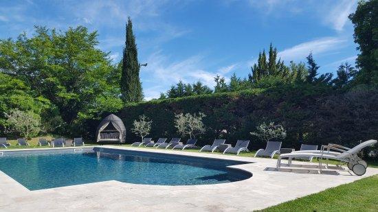 Cadenet, Frankreich: Relaxez-vous au bord de la piscine dans nos toutes nouvelles bories Provençales ou sur nos trans