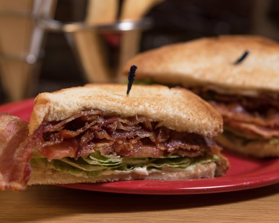 Pottstown, Πενσυλβάνια: BLT's made with loads of bacon. This picture is for Mike Snyder who enjoys these regularly :)