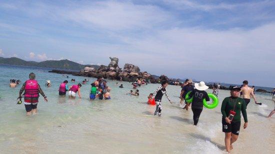 Khai Island: The sea at the island