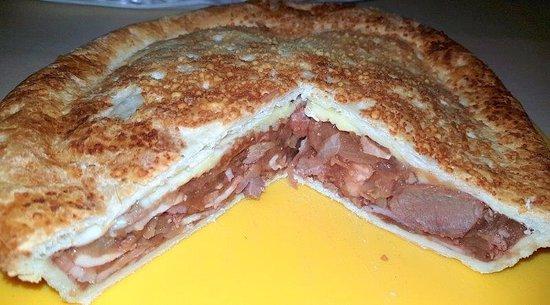 Port Stephens, Australia: Heatherbrae Pies - Jillaroo Steak, Cheese & Bacon Pie