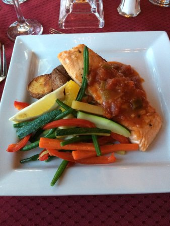 Carbonear, Canada: Salmon with roasted vegetables