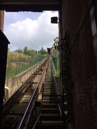 Certaldo, Italy: Veduta seggiovia dal basso
