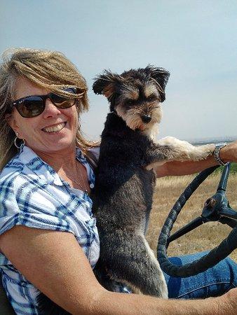 Paso Robles, Californien: Owner Cindy & dog Cri Cri