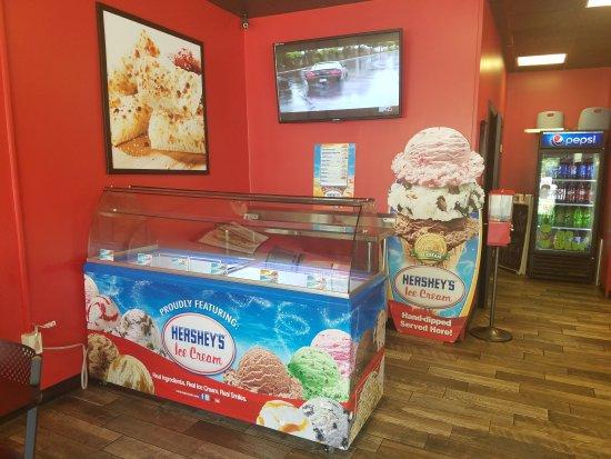 Smethport, เพนซิลเวเนีย: Hersheys Hard Hand Dipped Ice Cream!!!!!